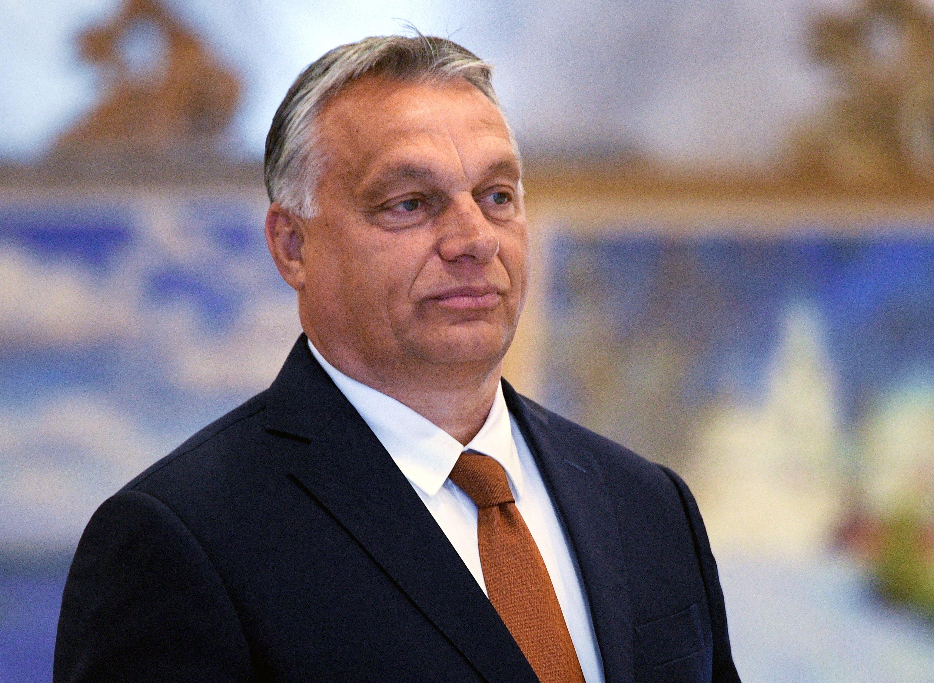 Премьер Венгрии подверг критике практику преклонять колено перед BLM в футболе