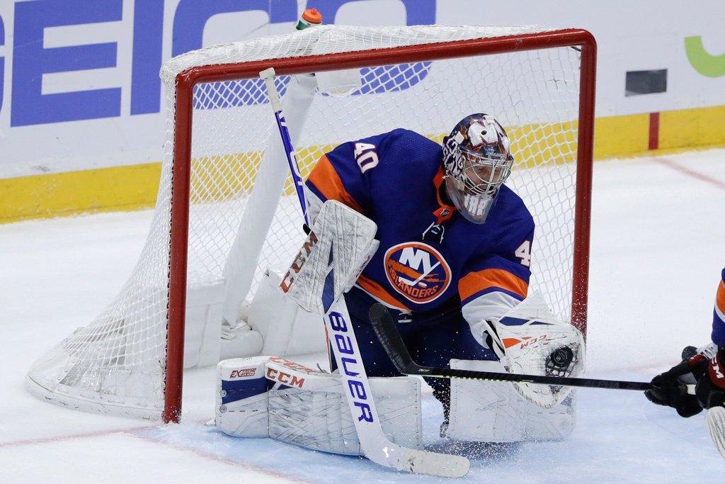 «Айлендерс» победили «Рейнджерс» в матче НХЛ. Варламов провел шестую «сухую» игру в сезоне