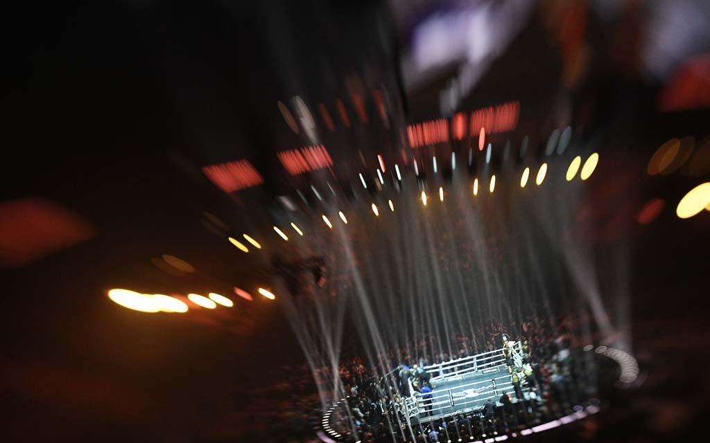 Боксершу обвинили в неуважении к спорту из-за откровенного наряда на взвешивании