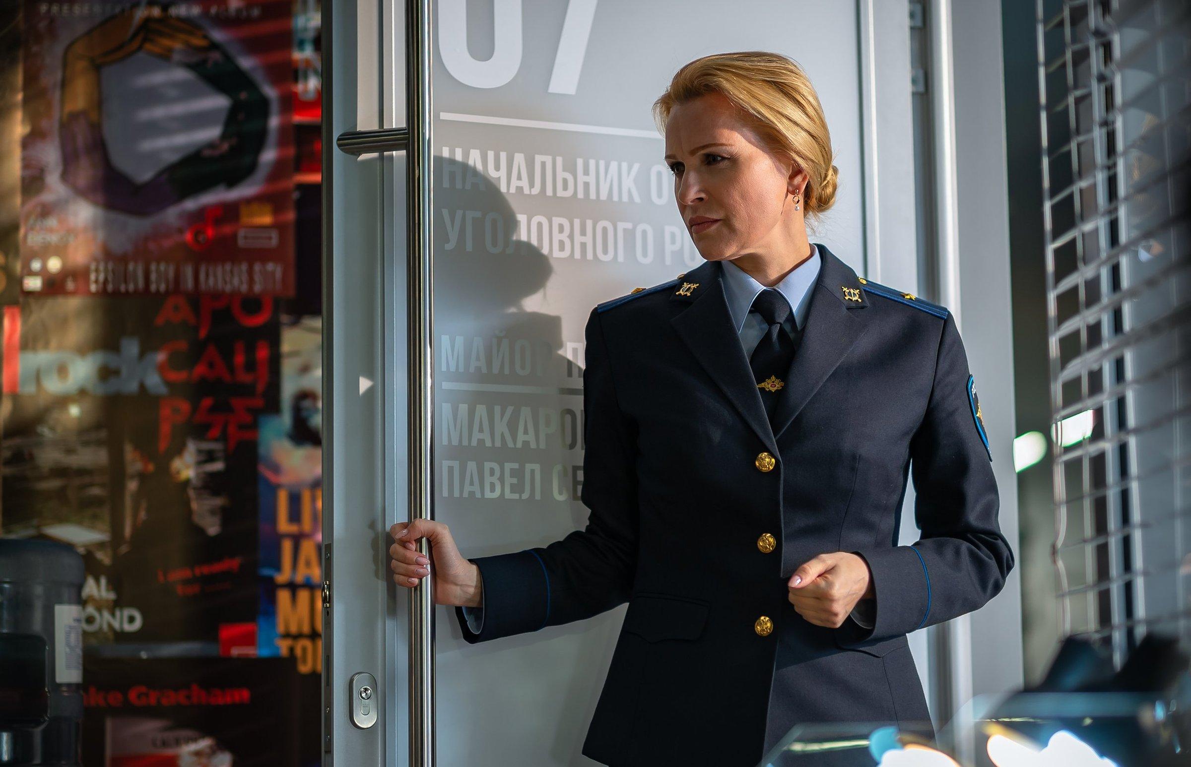 Олеся Судзиловская примерила форму на съемках нового сериала - Кино Mail.ru