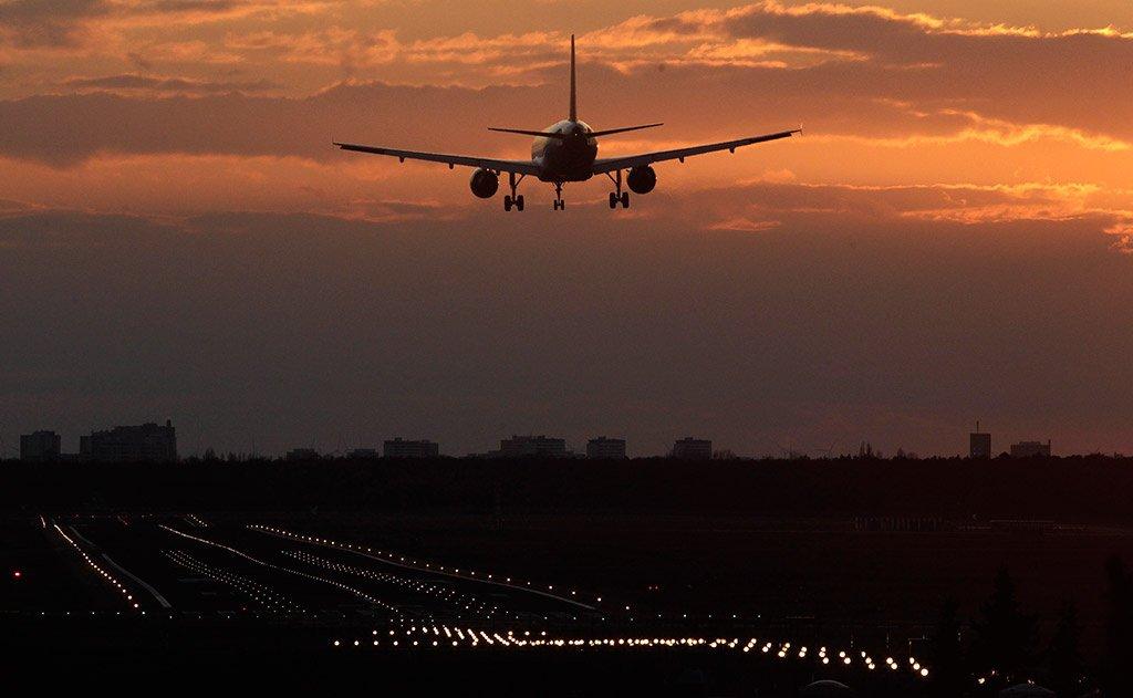 В штабе Байдена заявили об отсутствии планов снять с 26 января ограничения на въезд в США