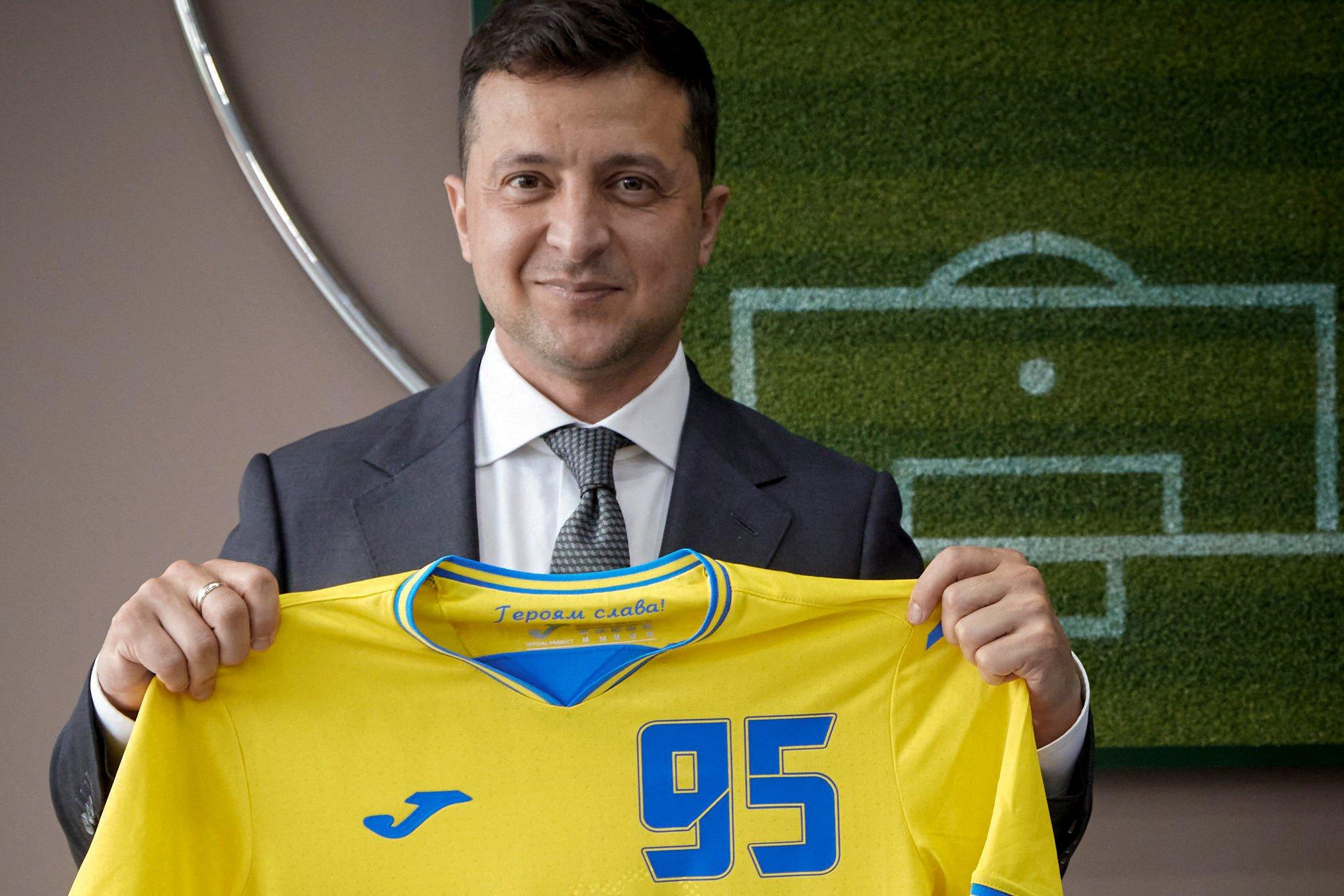 УЕФА попросил прикрыть слова «Героям слава!» на форме сборной Украины
