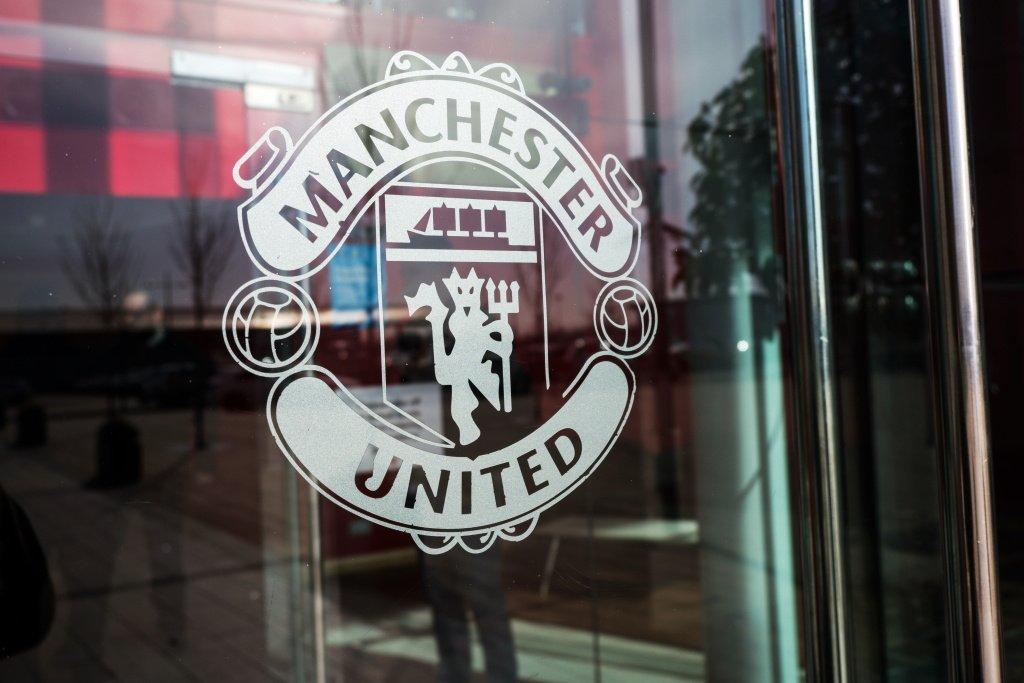 Болельщики «Манчестер Юнайтед» проникли на «Олд Траффорд» и устроили акцию протеста