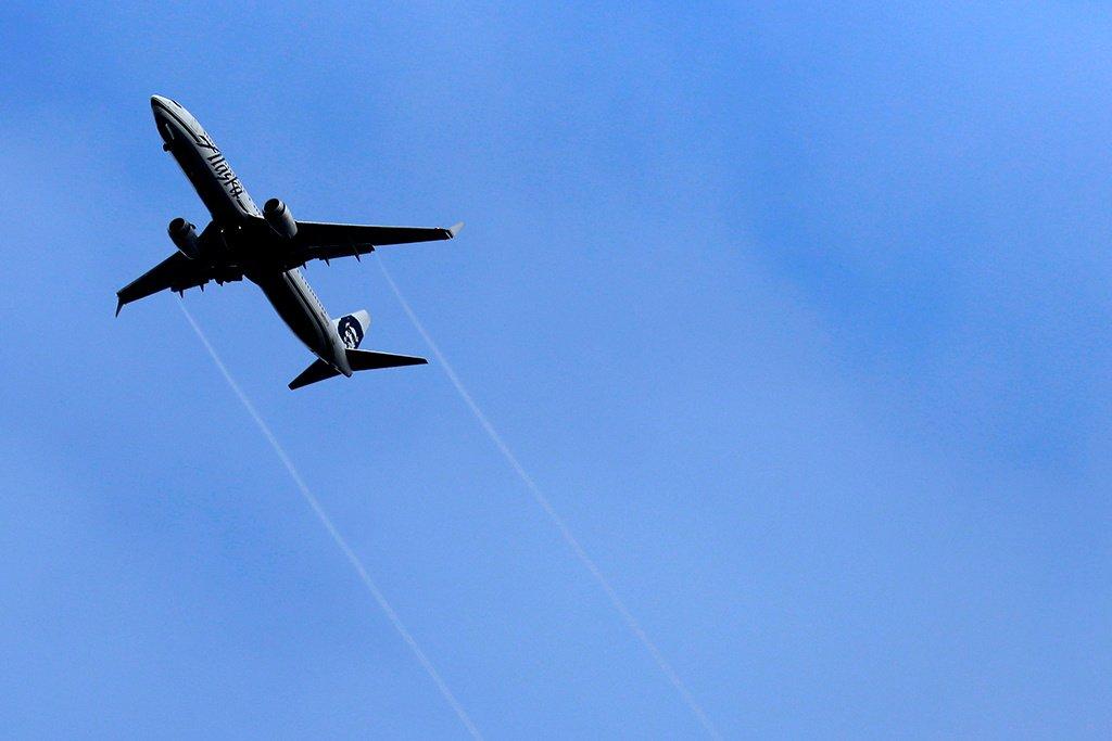 Российский пауэрлифтер отбуксировал 40-тонный самолет и установил рекорд