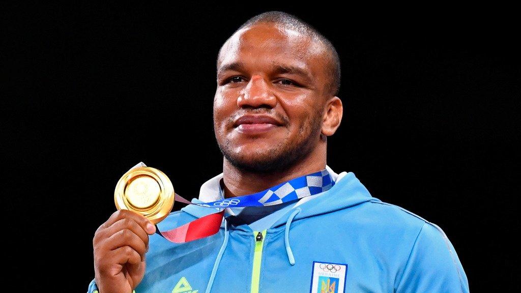 Чернокожий олимпийский чемпион с Украины продаст золотую медаль Игр